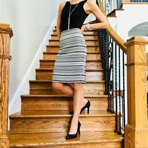Loft Size 4 perfect black and white pencil skirt